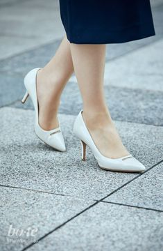 Girl Fashion, Womens Fashion, Kitten Heels, Pumps, Bags, Shoes, Women's Work Fashion, Handbags, Shoe