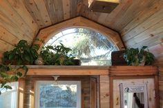 April Anson - Gambrel roof on a tiny house. adds a ton of headspace and looks fantastic. A gambrel roof is in my ideal tiny house plan. Tiny Loft, Tiny House Loft, Tiny House Living, Tiny House Plans, Tiny House On Wheels, Tiny House Design, Tiny Houses, Off Grid, Small Loft Spaces