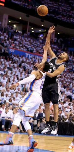 Spurs collapse in fourth, fall to Thunder, 111-97
