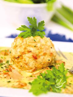 I Canederli al formaggio in salsa di funghi sono il fiore all'occhiello della tradizione culinaria regionale dell'Alto Adige e del Trentino. Che golosità! #canederli #canerderlialformaggio