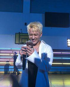 Bobby, Ikon Member, Koo Jun Hoe, Kim Jinhwan, Ikon Debut, Dancing King, E Dawn, Fandom, Music Love