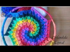 Mandala o Atrapasueños Espiral multicolor a crochet - YouTub Crochet Mandala Pattern, Freeform Crochet, Crochet Stitches Patterns, Dreamcatchers, Crochet Mandela, Making Dream Catchers, Wire Wall Art, Dream Catcher Tutorial, Crochet Blocks