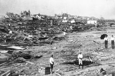 Before Hurricane Ike and Hurricane Harvey, a horrific Category 4 storm made landfall in Galveston on Sept. 1900 in Galveston, Texas. Road Trip Essentials, Road Trip Hacks, Road Trips, Library Of Congress, Galveston Seawall, Galveston Texas, 1900 Galveston Hurricane, Hurricane Safety, Survival Life