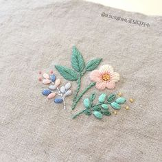 The Beauty of Japanese Embroidery - Embroidery Patterns Embroidery Tools, Sashiko Embroidery, Hand Embroidery Flowers, Couture Embroidery, Japanese Embroidery, Crewel Embroidery, Hand Embroidery Patterns, Hand Applique, Ribbon Embroidery