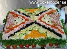 Hemmagjort smörgåstårta Sandwhich Cake, Sandwich Loaf, Baking Recipes, Snack Recipes, Snacks, Entree Festive, Savory Cheesecake, Homemade Sandwich, Cold Sandwiches