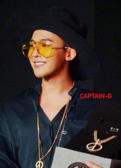 G-Dragon's FM in Hong Kong for Chow Tai Fook (141028)