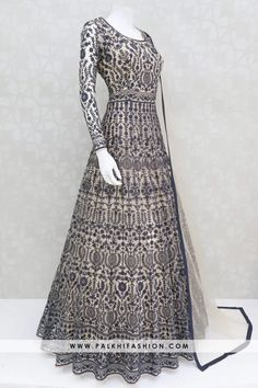 Indian Dresses Online, Indian Gowns Dresses, Indian Fashion Dresses, Indian Designer Outfits, Indian Outfits, Fashion Outfits, Gowns Online, Pakistani Dresses, Stylish Dresses For Girls