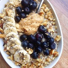 """pnut-buttter: """" tobefre-ed: """" Banana vanilla oatmeal topped with blueberries, another banana, peanut butter, crushed walnuts and chia seeds. 😊 """" Your oats are too much for me to handle """" Healthy Snacks, Healthy Eating, Dinner Healthy, Clean Eating, Aesthetic Food, Vegan Recipes, Quick Recipes, Food Inspiration, Breakfast Recipes"""