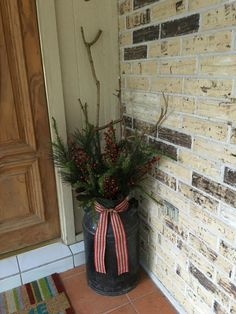 Last Trending Get all images western outdoor christmas decorations Viral d fa f e af eeda f Christmas Planters, Christmas Porch, Outdoor Christmas Decorations, Christmas Holidays, Christmas Crafts, Christmas Ideas, Milk Can Decor, Old Milk Cans, Western Christmas