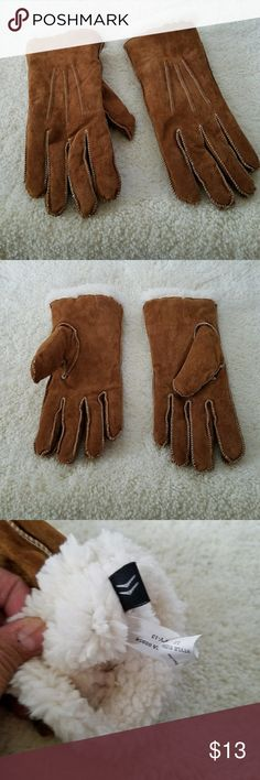 ARIS CAMEL100% SUEDE LEATHER GLOVES L ARIS CAMEL 100% SUEDE LEATHER GLOVES Large.  Sherpa look lining made of 100% polyester.  NWOT Aris Accessories Gloves & Mittens