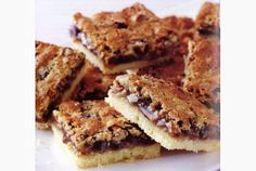 Living - Butter tart Squares - Butter tart squares offer all the goodness of butter tarts without having to make pastry.Canadian Living - Butter tart Squares - Butter tart squares offer all the goodness of butter tarts without having to make pastry. Tart Recipes, Wine Recipes, Baking Recipes, Cookie Recipes, Canadian Living Recipes, Canadian Food, Köstliche Desserts, Delicious Desserts, Dessert Recipes