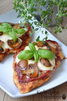 Filety piersi z kurczaka a'la pizza. Kurczak ala pizza. Filety z piersi kurczaka zapiekane z pieczarkami i mozzarellą w sosie pomidorowym. Kurczak z mozzarella i pieczarkami.