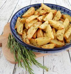 Regelmatig maak ik aardappeltjes met rozemarijn uit de oven. Het is een lekker aardappel gerecht wat heel simpel te bereiden is.