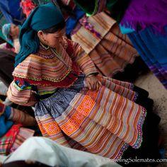09_Flower-Hmong-Clothes-Bac-Ha-Market-Vietnam.jpg (600×600)