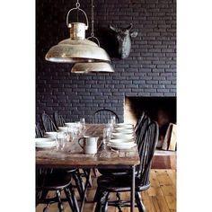 Carrement fan de cet esprit industriel ! Jadore le mur en brique  #love #deco #decoration #interior #interieur #home #indus #industriel #industry #picsoftheday #ootd #brique #factory #design #usine #bois #wood #stylish