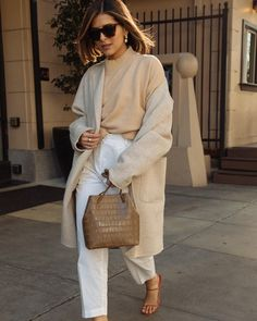 Pam Hetlinger styling an all neutral outfit, Spring 2019 nude trends, monochromatic beige outfit, white trousers, spring outfit Beige Outfit, Monochrome Outfit, Neutral Outfit, Zara Outfit, Neutral Style, White Coat Outfit, Classic Feminine Style, Elegant Style Women, Neutral Tops