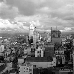 """IV Centenário de São Paulo - Praça da República, no começo dos anos 50: """"Ali estavam construindo o Banco do Estado. Deve ter sido tirada pelo lado da rua Conselheiro Crispiniano."""""""