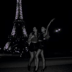 Ariana in Paris! Ariana Grande Dangerous Woman, Paris, Role Models, Beyonce, My Idol, Besties, Things That Bounce, The Incredibles, Singer