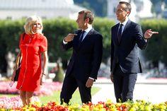 Brigitte et Emmanuel Macron avec Christian Kern Beaux Couples, Brigitte Macron, Emmanuel Macron, Being Ugly, Presidents, Christian, Women, Austria, Women's