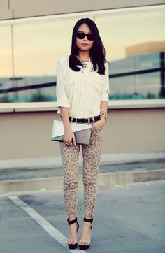 Cute cute cute. I finally got me some leopard skinny jeans except they're gray & black.