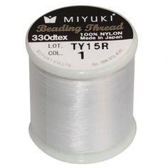 Fil nylon Miyuki 0,25mm blanc (x50m)  Référence 8413-01 Bobine de 50 mètres de fil nylon monofilament, de la marque Miyuki, couleur blanc (code couleur 1) épaisseur 0,25mm (size B) Très résistant, ce fil Miyuki de qualité convient parfaitement pour tisser des perles