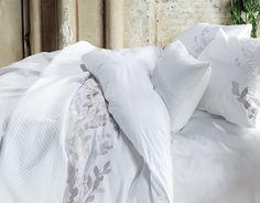van Dyck Purity 71 overtrekset wit geborduurd,elegance wit 260 x 260,180 x 260 cm.  theo bot slapen,slaapkenner