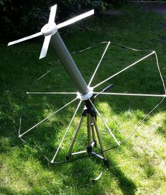 X-Wing Omni UHF Satcom antenna in the sample structure.  By using the photo-tripod setting the respective elevation is later (the Satcom satellite's lie of D from all seen in an elevation angle window btw. 20-30 °) easy.