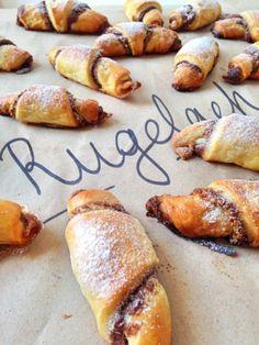 Rugelach – a legjobb kiskifli | Sütit akarok! Pretzel Bites, French Toast, Bread, Breakfast, Food, Image, Morning Coffee, Brot, Essen