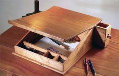 Переносной письменный столик. Фото