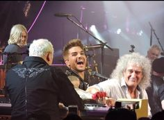 #FBF 6 mere mortal men having such fun as little known rock band called #Queen @adamlambert @DrBrianMay @OIQFC #QAL