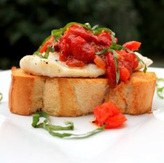 Roasted Fish Bruschetta Recipe - A healthy Italian classic with tons of wow-factor! Crispy bread topped with fresh roasted fish and herbaceous tomato sauce. Seafood Dishes, Fish And Seafood, Seafood Recipes, Snack Recipes, Savoury Recipes, Yummy Recipes, Dinner Recipes, Spicy Thai Chicken Soup, Chicken Soup Recipes