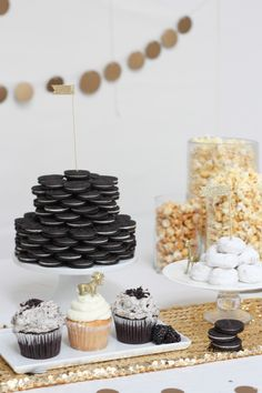Black Gold Party - I've always thought that the secret to a successful bash lay within two major categories: a hint of sparkle, and some fabulous things to munch on. If you take a peek through our Party Archives , thi. Gold Birthday Party, Golden Birthday, 30th Birthday Parties, 50th Birthday, Birthday Celebration, Birthday Table, Birthday Crafts, Black And Gold Birthday Cake, Surprise 30th Birthday