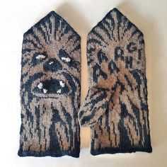 Knitting Patterns Mittens Thinking of Chewy! Ravelry: Chewie Mittens (Star Wars tribute) pattern by Therese Sharp Knitted Mittens Pattern, Knitted Gloves, Knitting Socks, Hand Knitting, Fingerless Mittens, Loom Knitting, Knitting Charts, Knitting Patterns, Socks