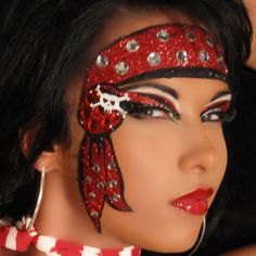 Halloween idea. Great eyelashes!! Dark pirate girl makeup: black ...