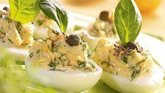 Nie wyobrażamy sobie Świąt Wielkanocnych bez dań z jajek. Jajka nadziewane na Wielkanoc to wręcz pozycja obowiązkowa na każdym śniadaniu. Jak przyrządzić jajka nadziewane na Wielkanoc, aby także dzieci zjadły je ze smakiem? Zdradzamy nasze trzy najlepsze, sprawdzone przepisy. Panna Cotta, Ethnic Recipes, Food, Dulce De Leche, Essen, Meals, Yemek, Eten