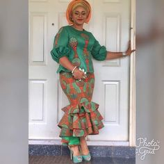 In many Nigeria ceremonies the choice fabric can either be lace or Ankara. Today we would be bringing you fabulous Ankara aso ebi styles Latest African Fashion Dresses, African Dresses For Women, African Print Dresses, African Print Fashion, African Attire, African Wear, African Women, Dame Chic, African Traditional Dresses
