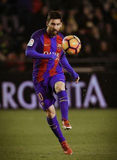 Billedresultat for lionel messi 2017 Messi 10, Lionel Messi 2017, Messi Vs Ronaldo, Lionel Messi Barcelona, Messi Soccer, Best Football Players, Soccer Players, Champions League, Premier League