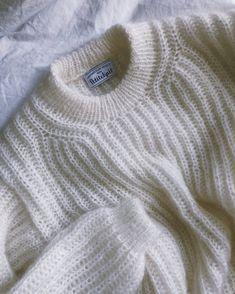 Ravelry: September Sweater pattern by PetiteKnit - Outfits for Work Sweater Knitting Patterns, Knitting Stitches, Knitting Designs, Knitting Projects, Moda Emo, Circular Needles, Knit Fashion, Sweater Fashion, Fashion Wear