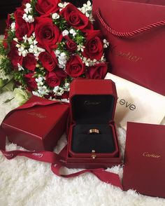 Pin by cassie chanel 👠👠 on ❥ valentine romance Happy Valentines Day, Valentine Day Gifts, Afghan Wedding, Romantic Proposal, Romantic Surprise, Luxury Lifestyle Fashion, Luxury Flowers, Love Is In The Air, Luxe Life