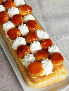 st honoré de Guy Savoie Eclairs, Charlotte Cake, Cake Recipes, Dessert Recipes, Choux Pastry, French Pastries, St Honoré, Christmas Desserts, Caramel Apples