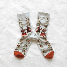 Marquis socks // Couple of characters and flowers on Mid-Grey background with Pumpkin Orange toe | Bonne Maison