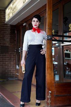 Schöne 1940er Jahre Swing Pants sind Highwaisted mit ein Bund 2 & 2 Handschellen an der Unterseite (wenn Sie am unteren Rand der Hose nicht Manschetten wünschen, bitte beraten zum Zeitpunkt der Bestellung).  Hosen sind in nur hochwertigen Stoffen gemacht und nur eine begrenzte Anzahl sind in jeder Stoff gemacht. Wird verwendet, nur französische Falzen - keine Umstechen.  Farben/Stoffe in Anspruch nehmen: * Ziegelrot - Jersey * Dusty Rose - Jersey * Schwarz/weiß-Webart - Wolle Mischung…