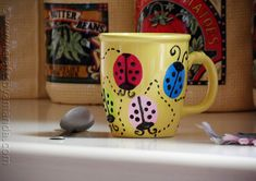 Ladybug Coffee Mug - Crafts by Amanda Crafts To Make, Easy Crafts, Crafts For Kids, Pottery Painting, Ceramic Painting, Craft Gifts, Diy Gifts, Coffee Mug Crafts, Painted Coffee Mugs