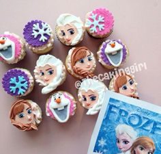Frozen is my absolute favourite! Disney Frozen Cupcakes, Frozen Cupcake Toppers, Disney Frozen Party, Frozen Theme, Fondant Toppers, Fondant Cupcakes, Frozen Cake, Cute Cupcakes, Frozen Birthday Party