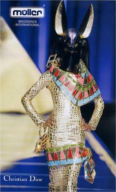 이집트 신을 형상화 한 유명한 컬렉션이다. John Galliano, Christian Dior Spring 2004 Couture