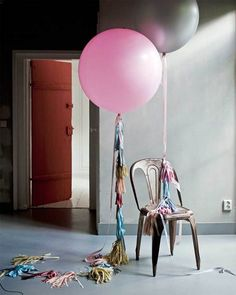 Grote met helium gevulde ballonnen zijn van zichzelf al feestelijk.