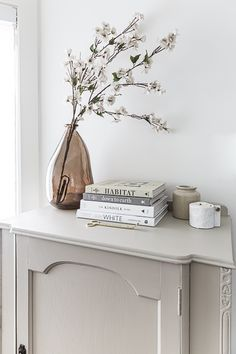 The Basics of Coffee Table Styling - Shades of Blue Interiors Console Table Styling, Coffee Table Styling, Coffee Table Books, Decorating Your Home, Diy Home Decor, Decorating Ideas, Living Room Candles, French Style Homes, Painting Cabinets
