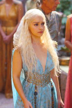 """uno de mis personajes favoritos de Juego de Tronos """"Daenerys Targaryen"""" Nadie habla con mis dragones XD"""