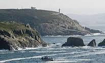 Faros de Mera. Oleiros (A Coruña))  Consta de dos torres, de 11 y 14 metros de altura, separadas por 300 metros, con los focos situados a 56 y 81 metros sobre el nivel del mar, que orientan a las embarcaciones en su entrada al puerto de A Coruña por el oeste, a través del canal de punta Herminia.