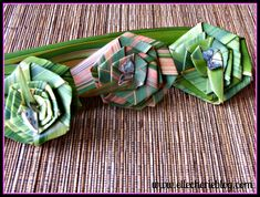 How to make flax flowers Step 14 Flax Flowers, Diy Flowers, Fabric Flowers, Flower Diy, Flower Ideas, Palm Frond Art, Palm Fronds, New Zealand Flax, Flax Weaving